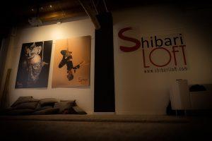 Angolo tra l'area lounge e l'area di pratica shibari